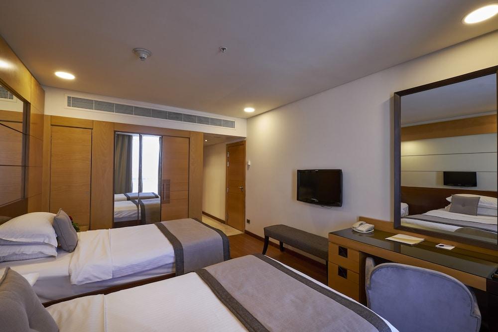 https://i.travelapi.com/hotels/1000000/50000/46100/46033/86f65cc3_z.jpg