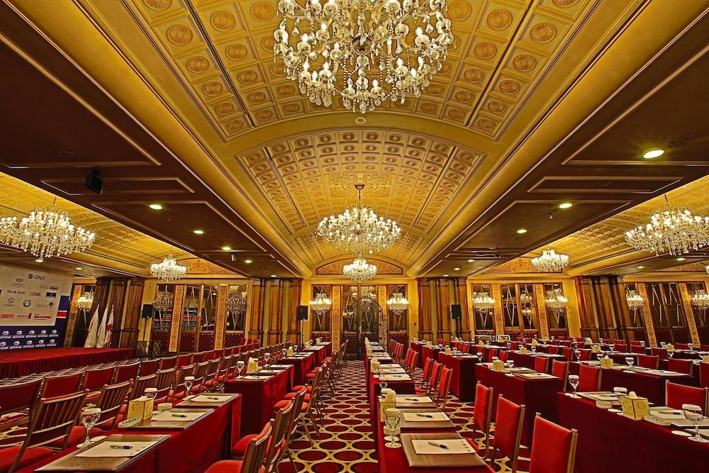 https://i.travelapi.com/hotels/1000000/50000/46100/46033/8d64b0be_z.jpg