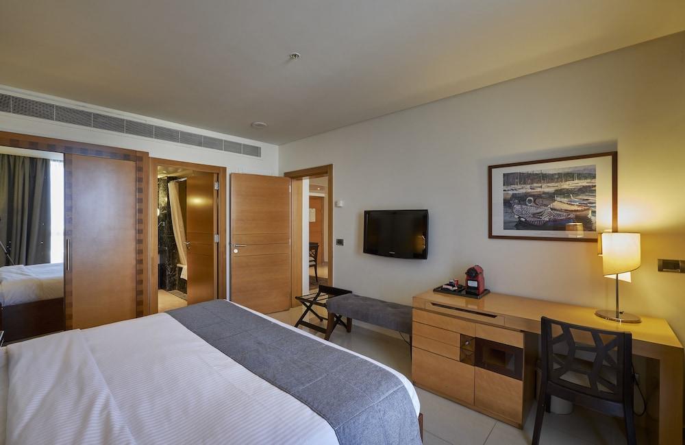 https://i.travelapi.com/hotels/1000000/50000/46100/46033/90917644_z.jpg