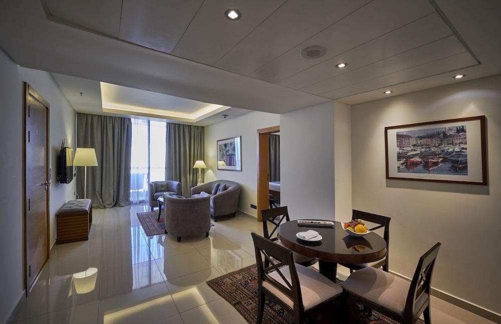 https://i.travelapi.com/hotels/1000000/50000/46100/46033/99fe1d0d_z.jpg