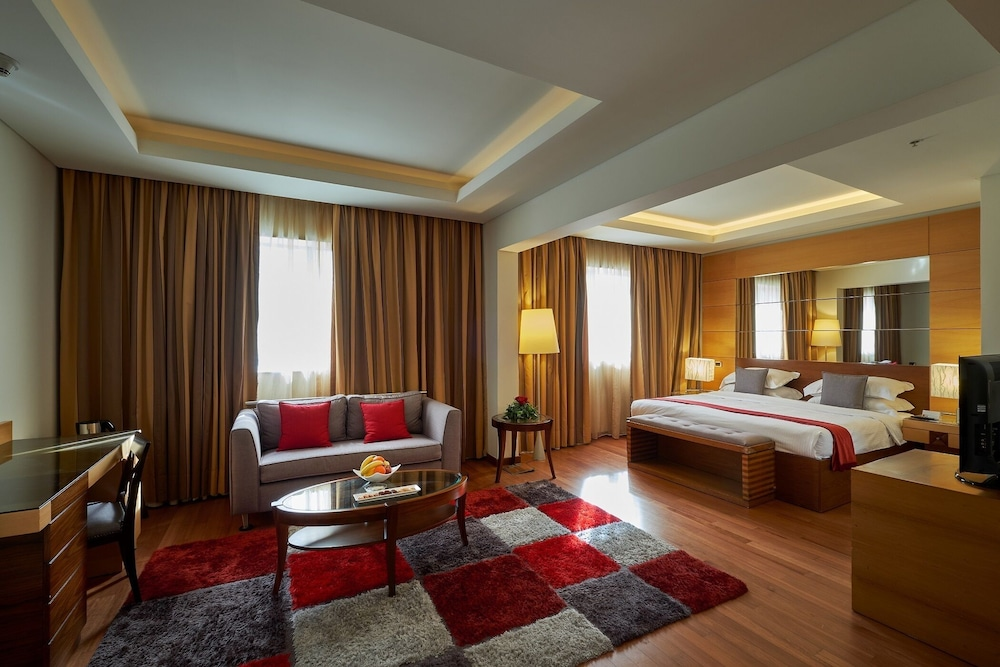 https://i.travelapi.com/hotels/1000000/50000/46100/46033/befd5dd9_z.jpg