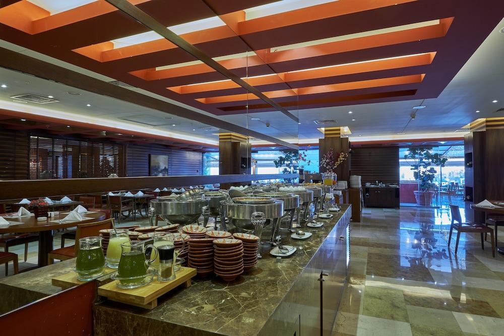 https://i.travelapi.com/hotels/1000000/50000/46100/46033/d1d77748_z.jpg