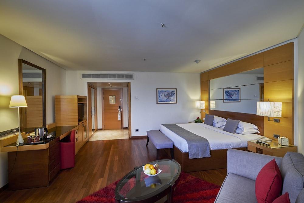 https://i.travelapi.com/hotels/1000000/50000/46100/46033/d8592276_z.jpg
