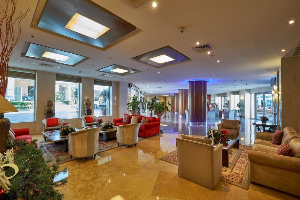 https://i.travelapi.com/hotels/1000000/50000/46100/46033/f06e59b8_z.jpg