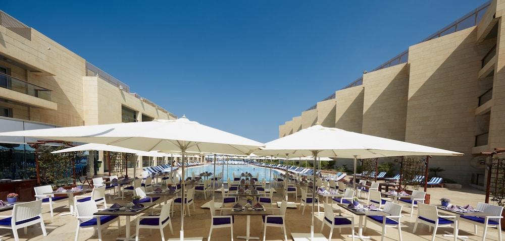 https://i.travelapi.com/hotels/1000000/50000/46100/46033/f53816cd_z.jpg