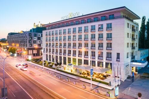 . Devin Hotel