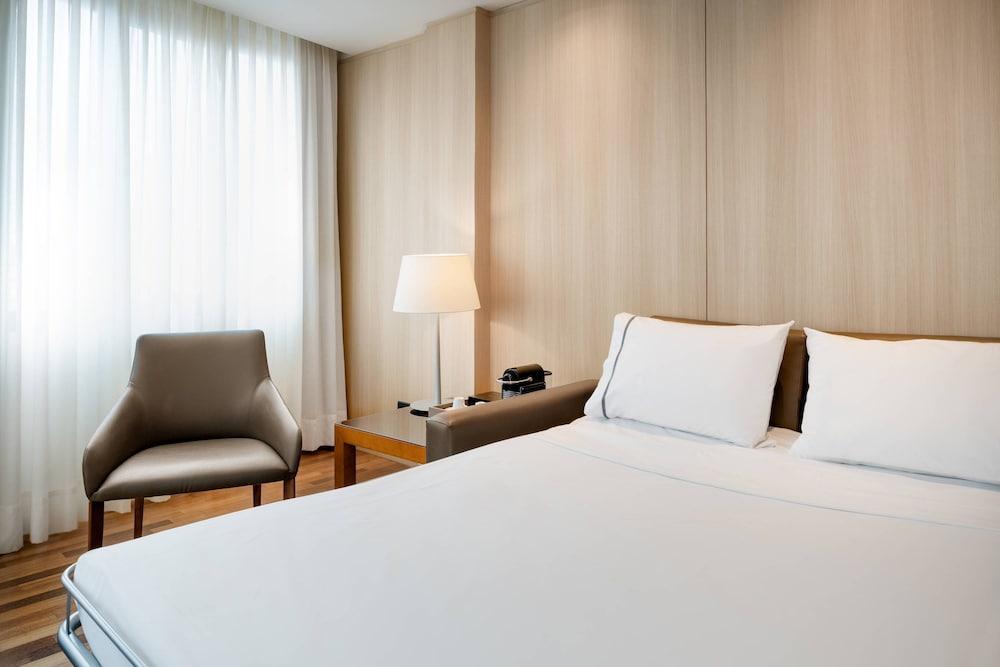 https://i.travelapi.com/hotels/1000000/50000/47000/46926/14cbce60_z.jpg