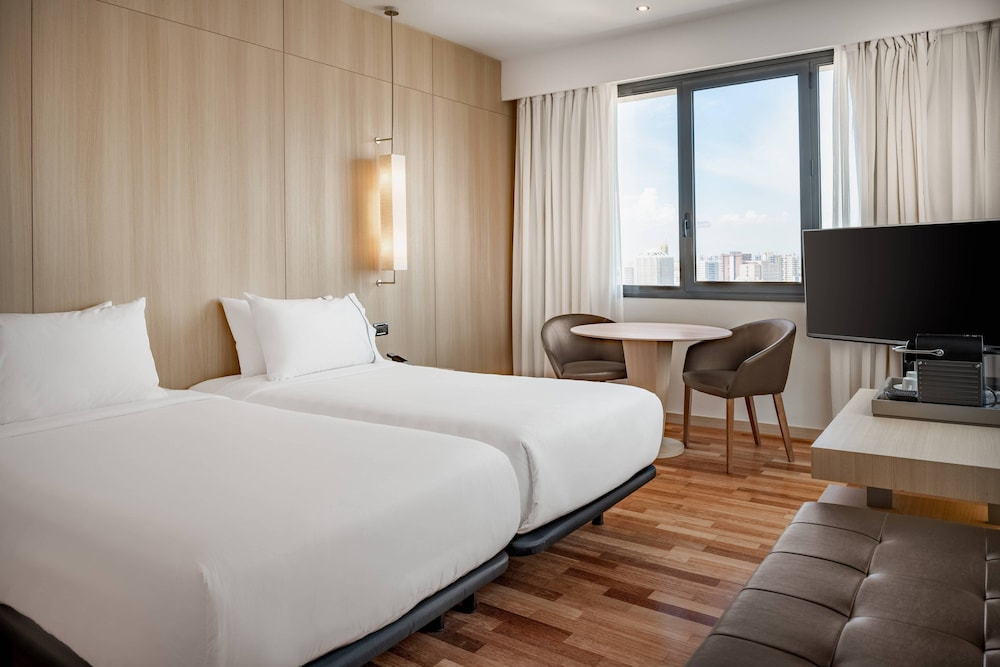 https://i.travelapi.com/hotels/1000000/50000/47000/46926/1ef0636f_z.jpg