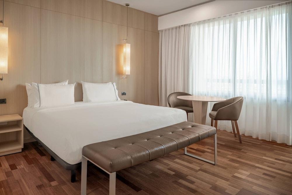 https://i.travelapi.com/hotels/1000000/50000/47000/46926/4df245dc_z.jpg