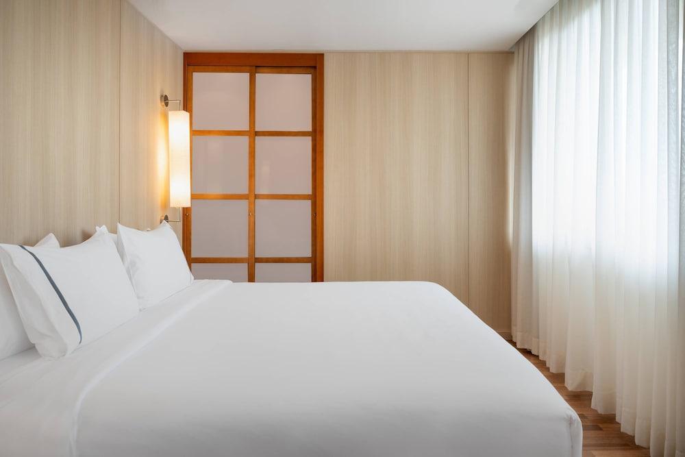 https://i.travelapi.com/hotels/1000000/50000/47000/46926/9fff320d_z.jpg