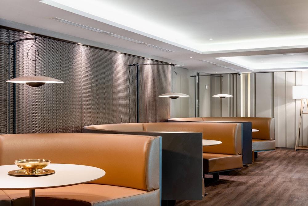 https://i.travelapi.com/hotels/1000000/50000/47000/46926/a47c94a9_z.jpg