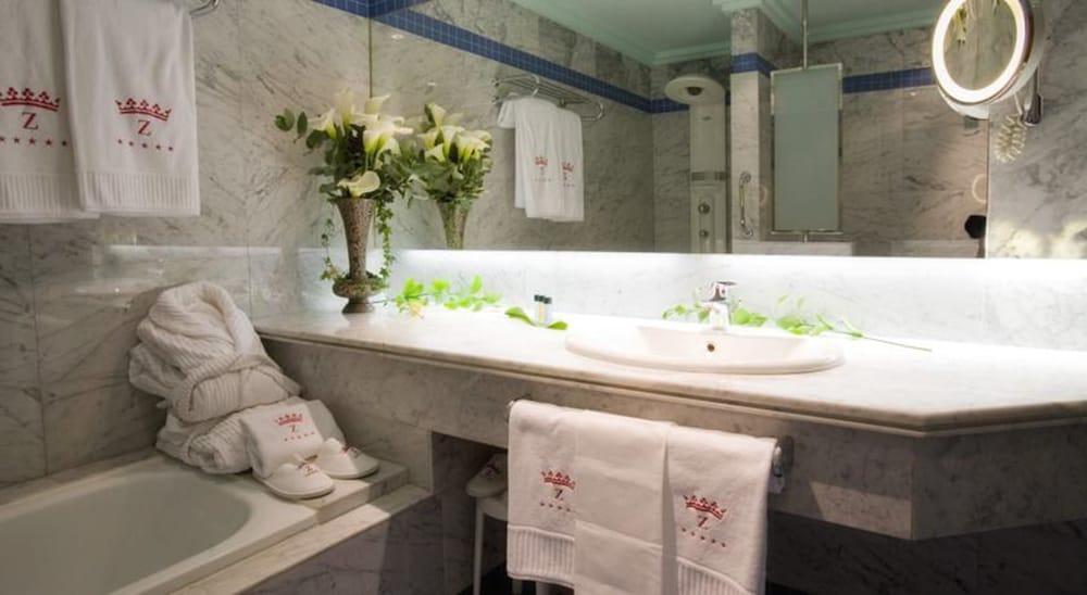 호텔 팔라폭스(Hotel Palafox) Hotel Image 26 - Bathroom