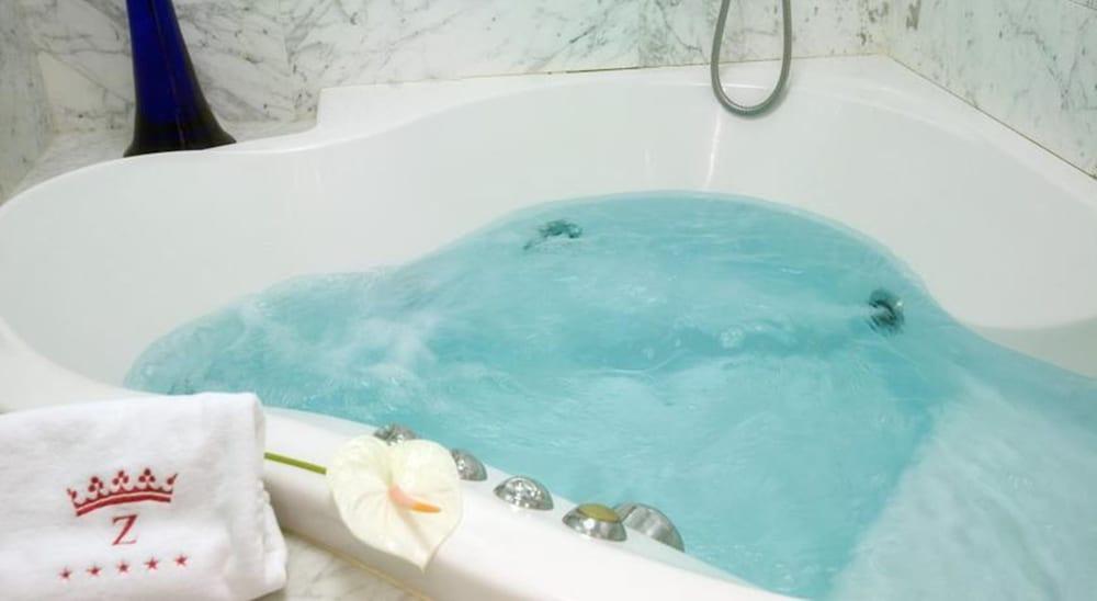 호텔 팔라폭스(Hotel Palafox) Hotel Image 14 - Bathroom