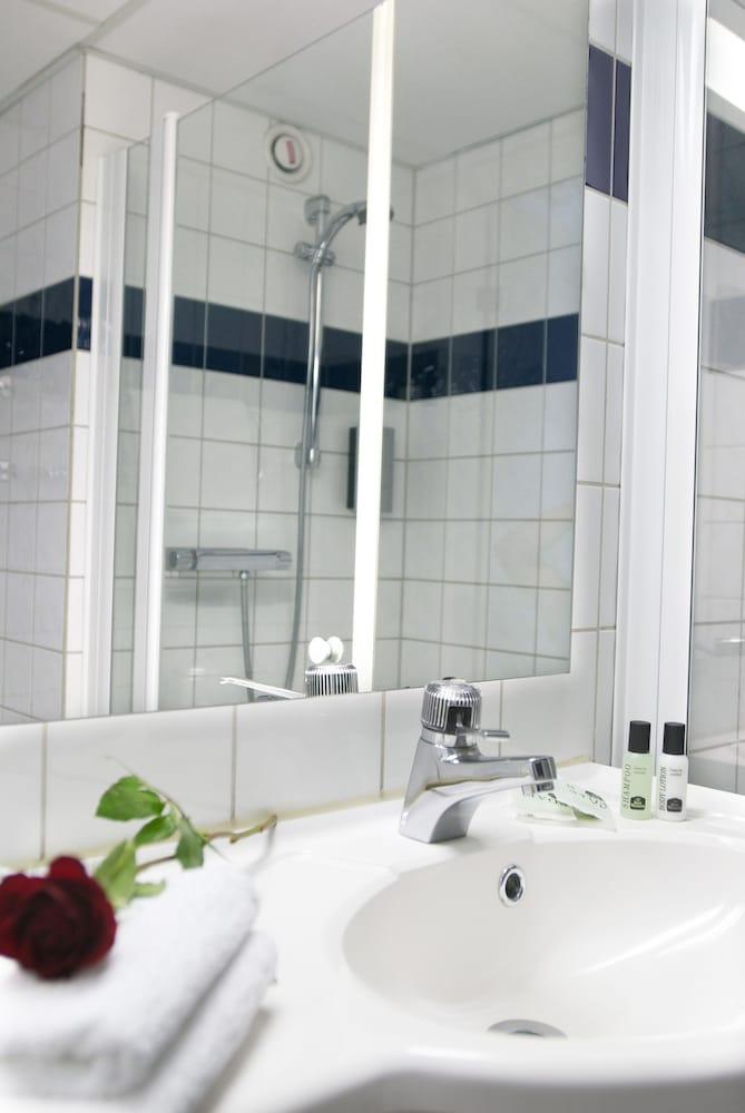 https://i.travelapi.com/hotels/1000000/50000/47100/47030/d7075ea2_z.jpg