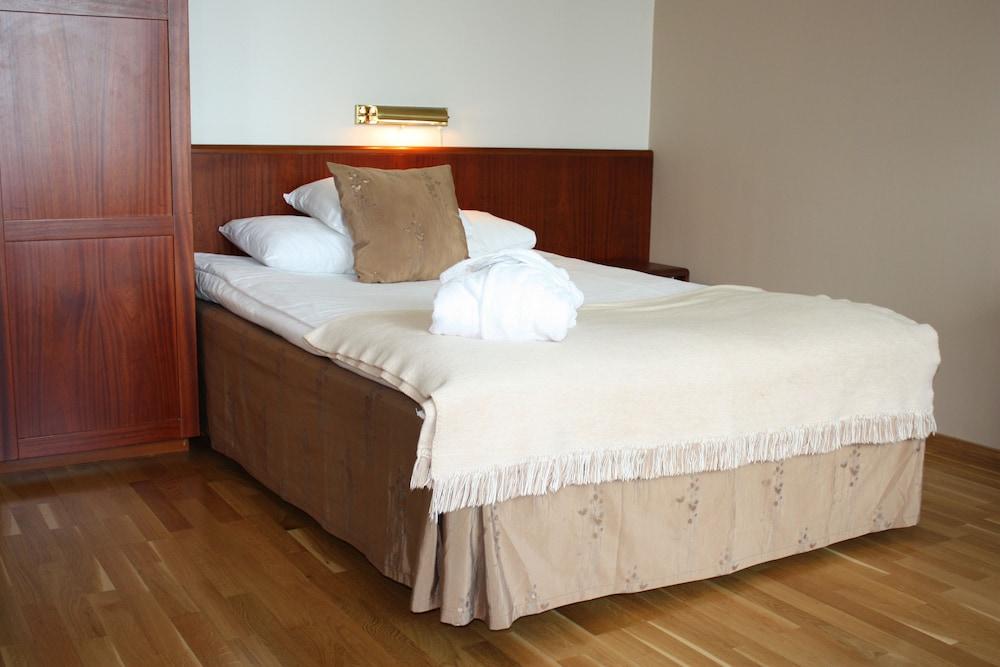 https://i.travelapi.com/hotels/1000000/50000/47100/47031/e5c76a66_z.jpg