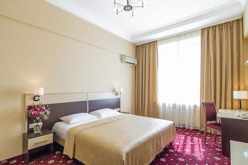 Hotel Ukraine, Shevchenkivs'kyi