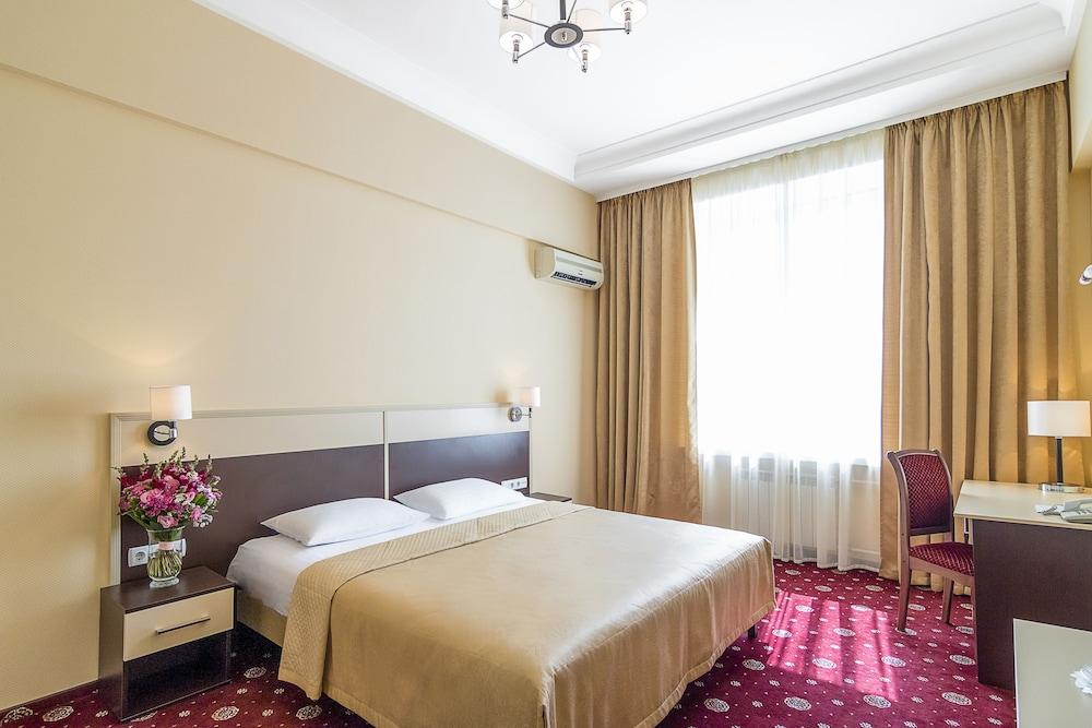 Hotel Ukraine, Imagem em destaque