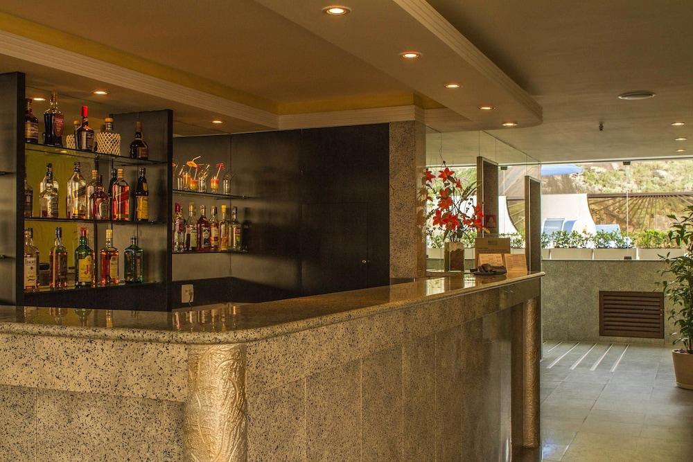 매저스틱 리오 팰리스 호텔(Majestic Rio Palace Hotel) Hotel Image 15 - Poolside Bar