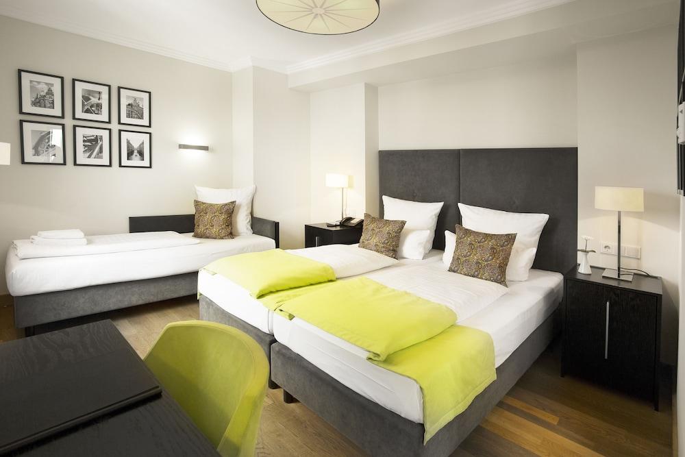 hamburger hof hotel classic vacations. Black Bedroom Furniture Sets. Home Design Ideas