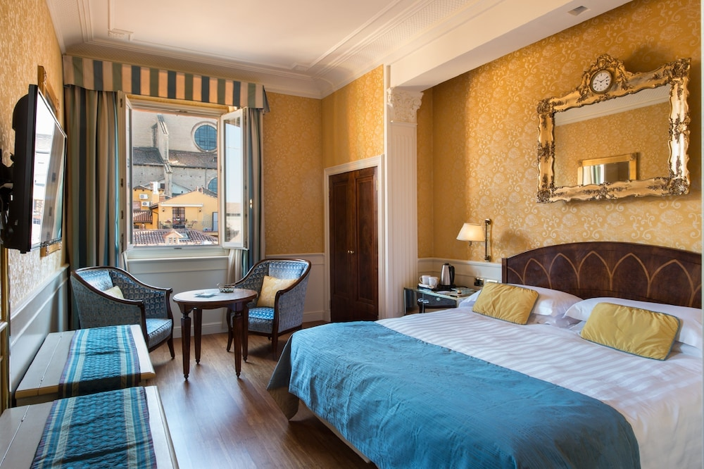 Art Hotel Orologio, Featured Image