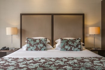Design Double Or Twin Room With Extra Bed