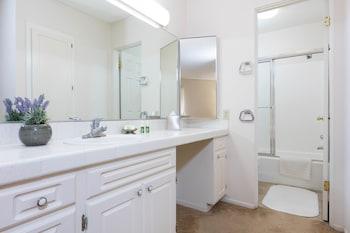 Oakwood at Toluca Hills - Bathroom  - #0