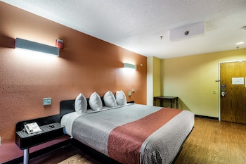 Business Room, 1 King Bed, Non Smoking, Refrigerator