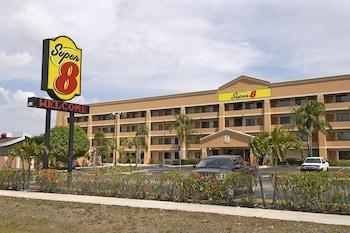 麥爾茲堡溫德姆速 8 飯店 Super 8 by Wyndham Fort Myers