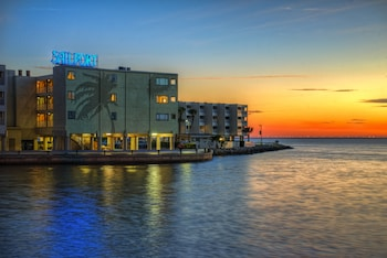 Hotel - Sailport Waterfront Suites