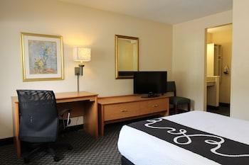 La Quinta Inn & Suites Tampa Fairgrounds - Casino - Guestroom  - #0