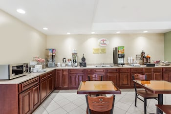 Super 8 by Wyndham Statesboro - Breakfast Area  - #0