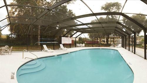 . Cumberland Inn & Suites