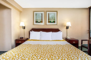 Maryland Suburbs Vacations - Days Inn by Wyndham College Park - Property Image 1