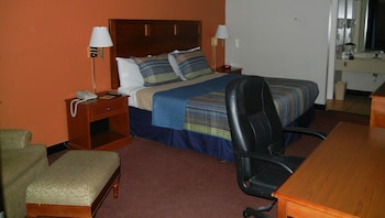 Room, 1 King Bed, Refrigerator & Microwave (Interior Atrium)
