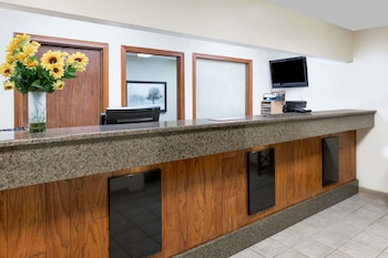Days Inn & Suites by Wyndham Des Moines Airport photo