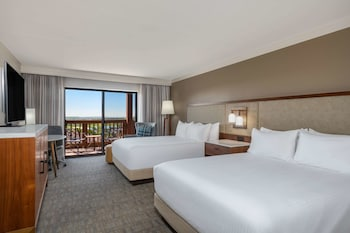 Room, 2 Queen Beds, Accessible, Resort View (Low Tub)
