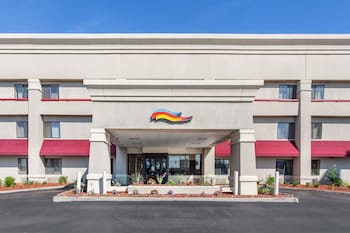 Baymont Inn And Suites Detroit Roseville 15 4 Miles From Cobo Conference Exhibition Center