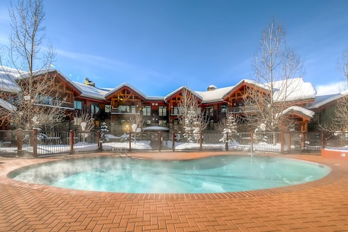Trappeur's Crossing Resort by Steamboat Resorts, Routt