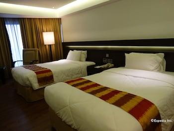 Century Park Hotel Manila Room
