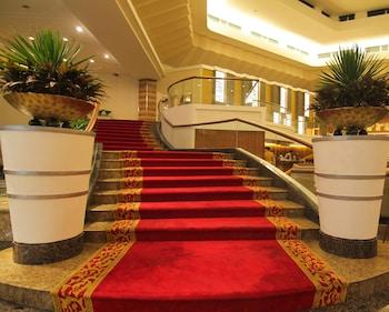 Century Park Hotel Manila Staircase