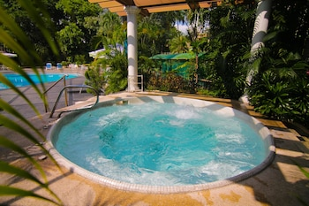 Century Park Hotel Manila Outdoor Spa Tub