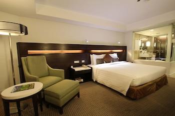 Century Park Hotel Manila Guestroom