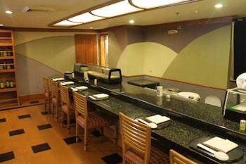 Century Park Hotel Manila Food and Drink