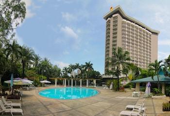 Century Park Hotel Manila Exterior