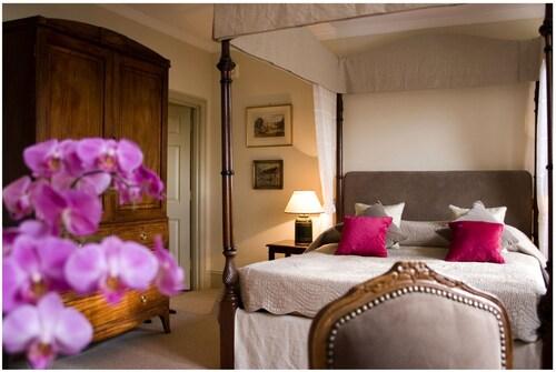 . Ockenden Manor Hotel & Spa