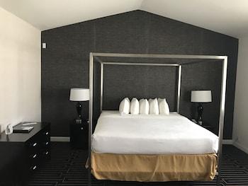 Best Western Plus Palm Court Hotel - Guestroom  - #0