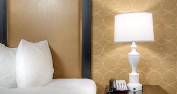 Suite, 1 King Bed, Non Smoking, Refrigerator