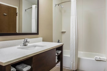 Guestroom at Comfort Suites at Isle Of Palms Connector in Mount Pleasant