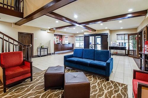 . Comfort Inn & Suites Santee