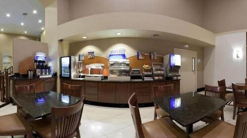 Holiday Inn Express & Suites Rancho Mirage, Riverside